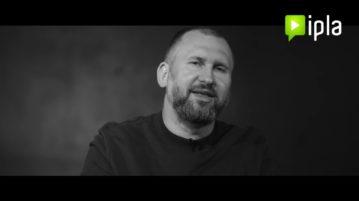 Wojtek Fiedorczuk w #6 Sit down. Rozmowy o stand-upie